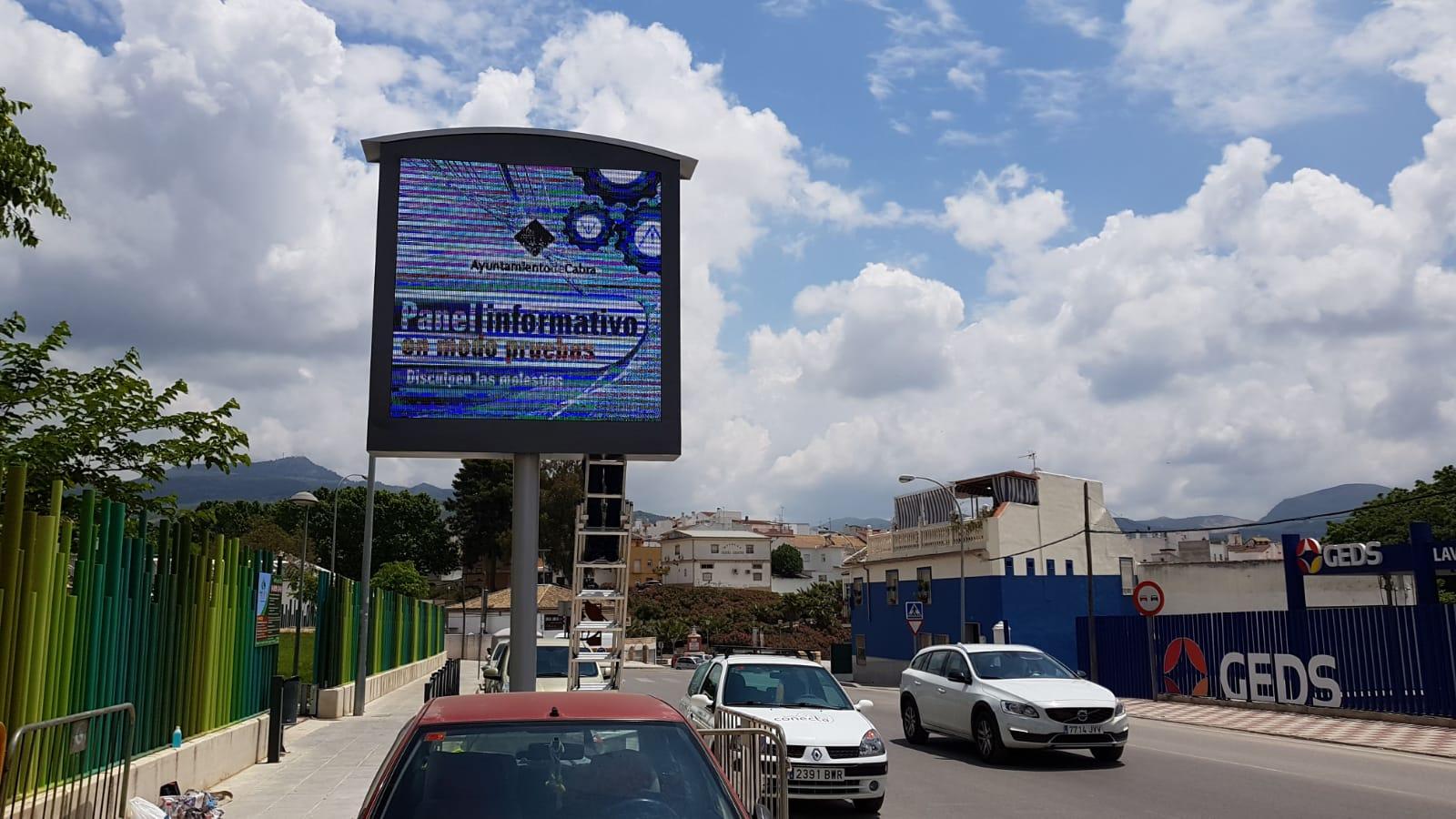 Instalada una pantalla LED que informará sobre los eventos comerciales y culturales de Cabra