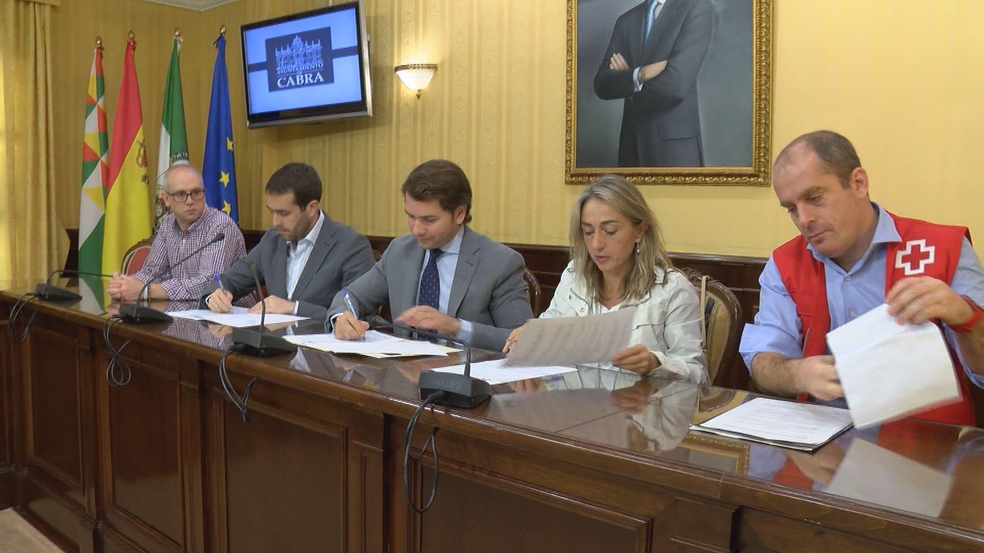El Ayuntamiento de Cabra firma un convenio de colaboración con Cruz Roja en Córdoba