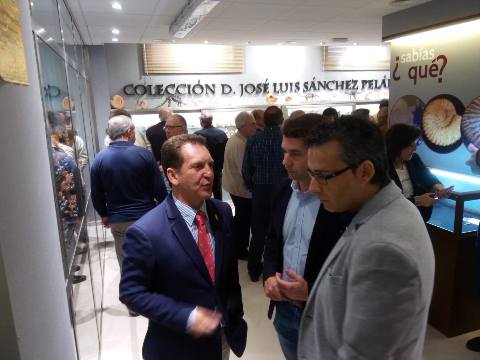 El Centro de Interpretación Cabra Jurásica amplía su colección con 1.500 fósiles pertenecientes al lucentino José Luis Sánchez Peláez