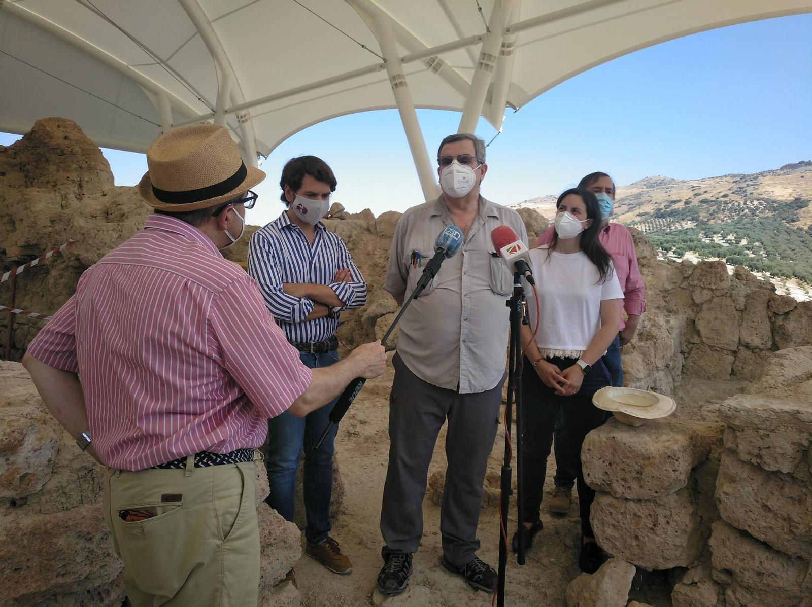 La delegada territorial de Cultura y Patrimonio, Cristina Casanueva, visita el Cerro de la Merced