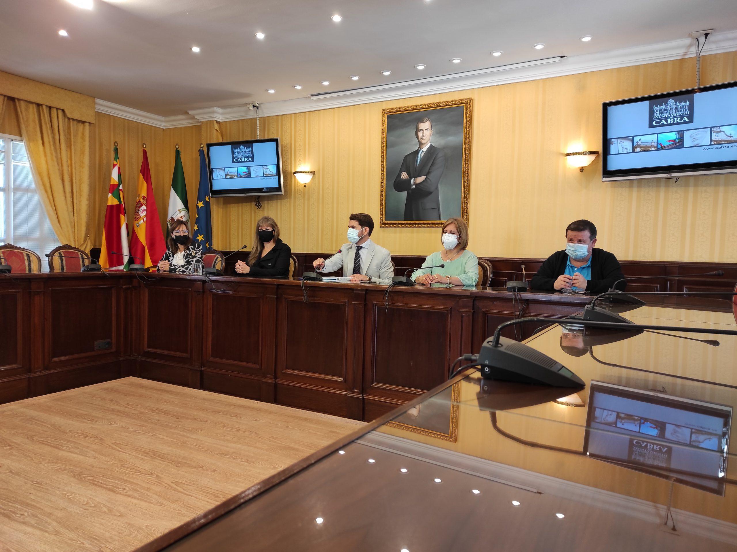 La coordinadora del Instituto Andaluz de la Mujer en Córdoba, Lourdes Arroyo, visita Cabra