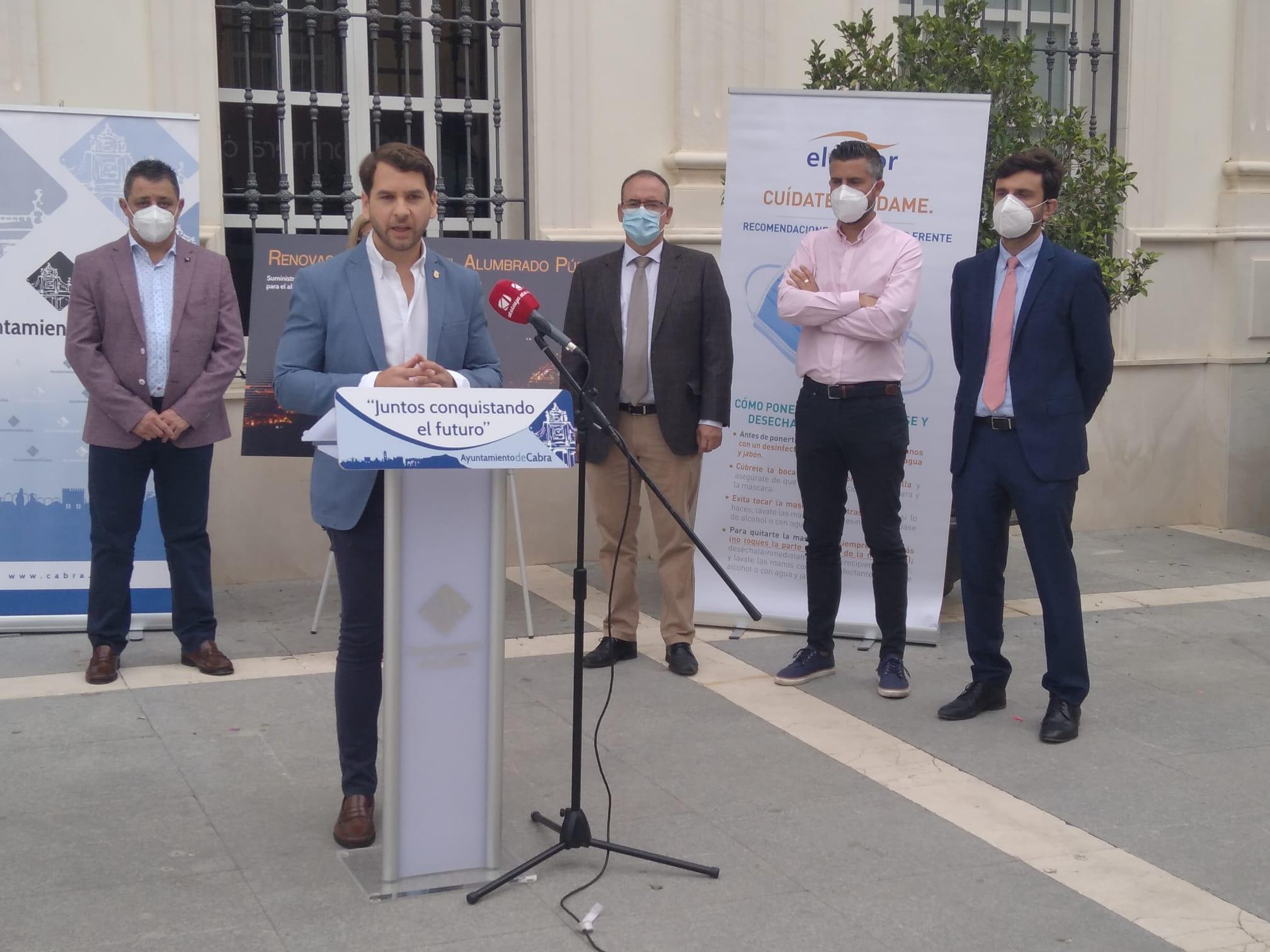 El Ayuntamiento de Cabra invierte más de 2,3 millones de euros en la renovación integral del alumbrado público